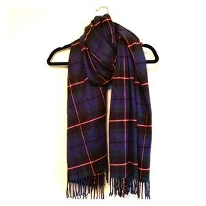 {{ Plaid Scarf }}